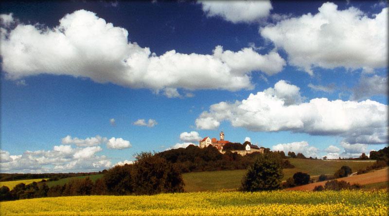Blick zur Burg Ronneburg - Ferienwohnung-Schart